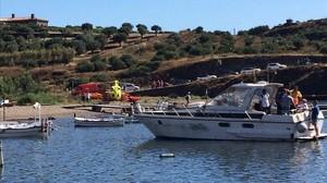 jgblanco39114009 platja de port lligat amb el vaixell on ha explotat la cambr170630114952