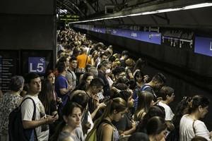 El metro de Barcelona afrontó ayer una nueva jornada de huelga, la 11ª en los últimos tres meses.