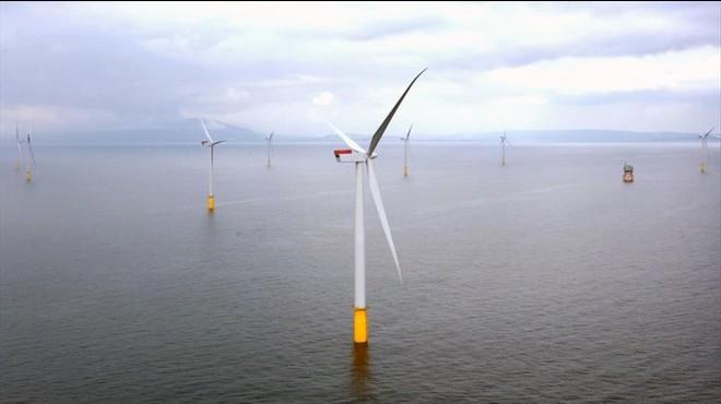 Simulaci�n del parque e�lico 'offshore' Hornsea, a 120 kil�metros de la costa, con aerogeneradores gigantes de 190 metros de altura.