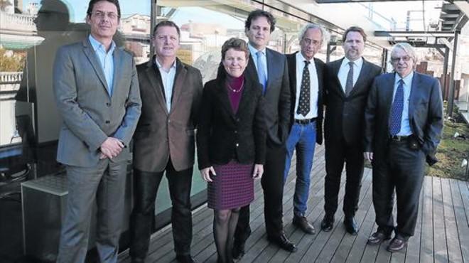 De izquierda a derecha Jordi Naval, Christian Brander, Karen Wagner (Ysios), Jos� Antonio Mesa, Bonaventura Clotet, Josep Llu�s Sanfeliu, y JosepMaria Gatell.