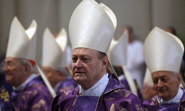 """El Vaticano alerta de """"presiones inaceptables para condicionar"""" el voto de los cardenales"""