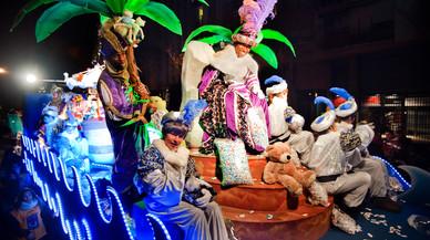 Cinco toneladas de caramelos para recibir a los Reyes Magos en Badalona