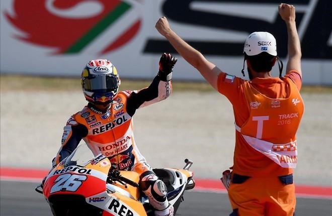 Dani Pedrosa celebra su victoria en el GP de San Marino.