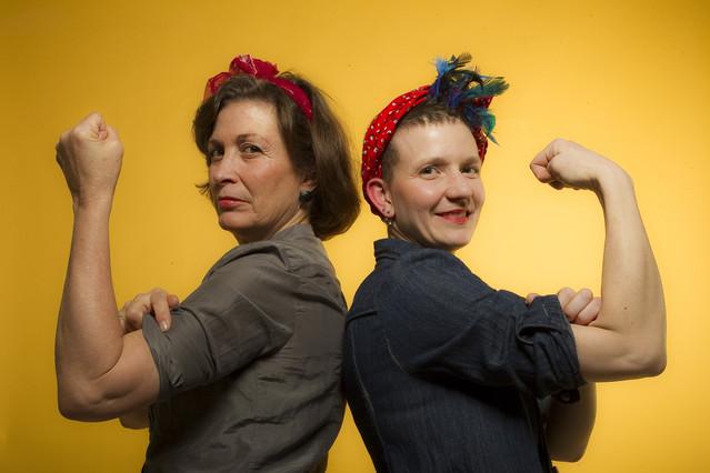 A la izquierda Montse Roura, creadora del portal sobre la menopausia 'Ella y el abanico'. A la derecha Karol Bergeret, artista y fundadora del taller de ideas Barcelona.
