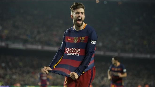 Gerard Piqu� celebra un gol ante el Athletic