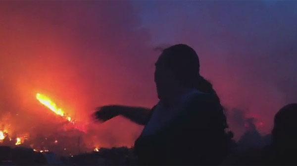 Imatges i comentaris dels ve�ns de l'incendi a Boadella d'Empord�
