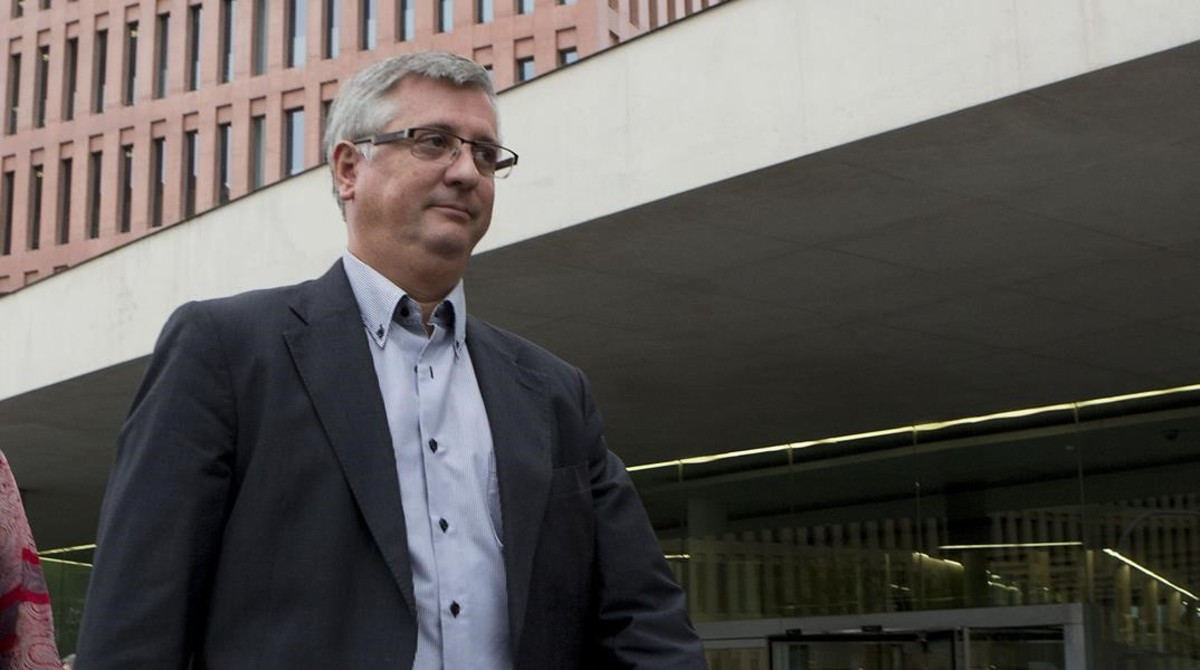 El bar a tanca el pacte per l 39 espionatge for Juzgados martorell