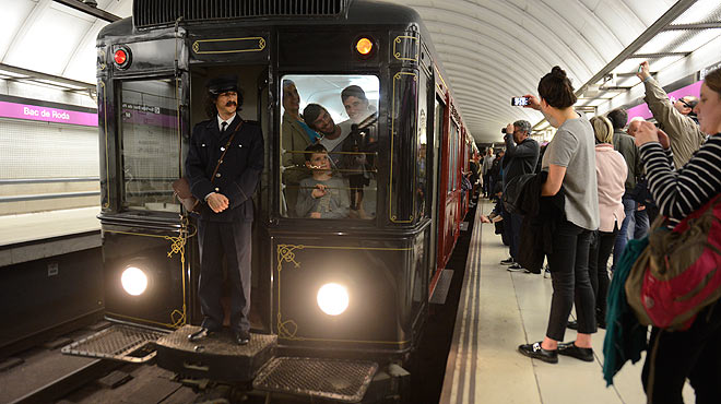 Passejada nocturna en un comboi hist�ric del metro de Barcelona.
