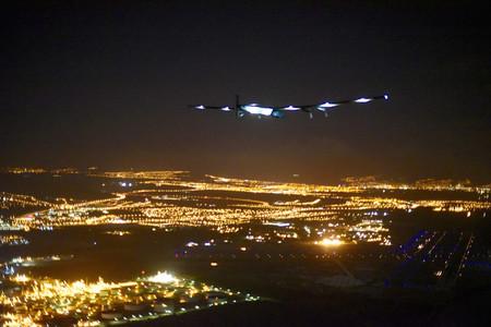 El avi�n Solar Impulse II, volando este viernes.