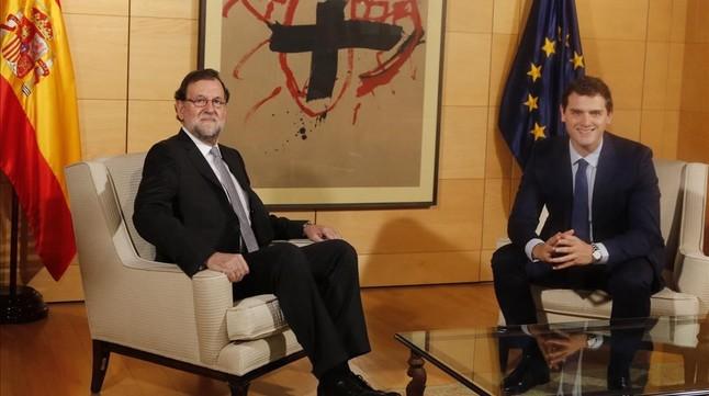 El PP anuncia una conversación entre Rajoy y Rivera que Ciudadanos desmiente
