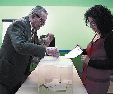 Ciutat Meridiana vota por el futuro del campo de fútbol