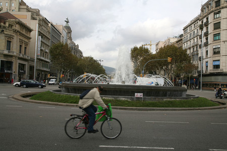 La fuente de Passeig de Grcia con Gran Via, en Barcelona, en una imagen de archivo. 