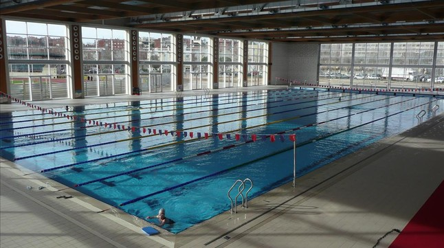 Lloret inaugura su pol mica piscina ol mpica bajo sospecha for Piscina olimpica barcelona