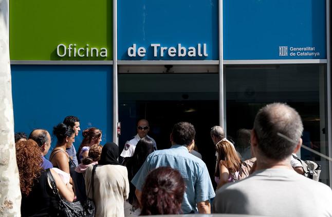 El paro registrado en catalunya baja en personas en for Oficina de empleo barcelona