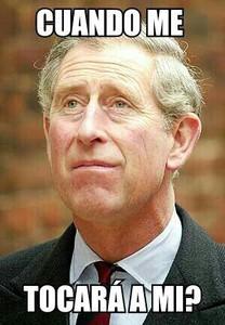 Montaje en el que el Príncipe Carlos de Inglaterra se pregunta cuándo va a abdicar su madre.