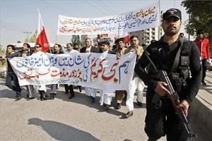 Grups de la minoria cristiana es manifesten contra les caricatures de Charlie Hebdo, aquest diumenge, a Peshawar (Pakistan).