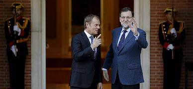 Mariano Rajoy recibe al presidente del Consejo Europeo, Donald Tusk, este martes.