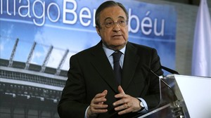 Florentino Pérez en una rueda de prensa en el Estadio Santiago Bernabéu