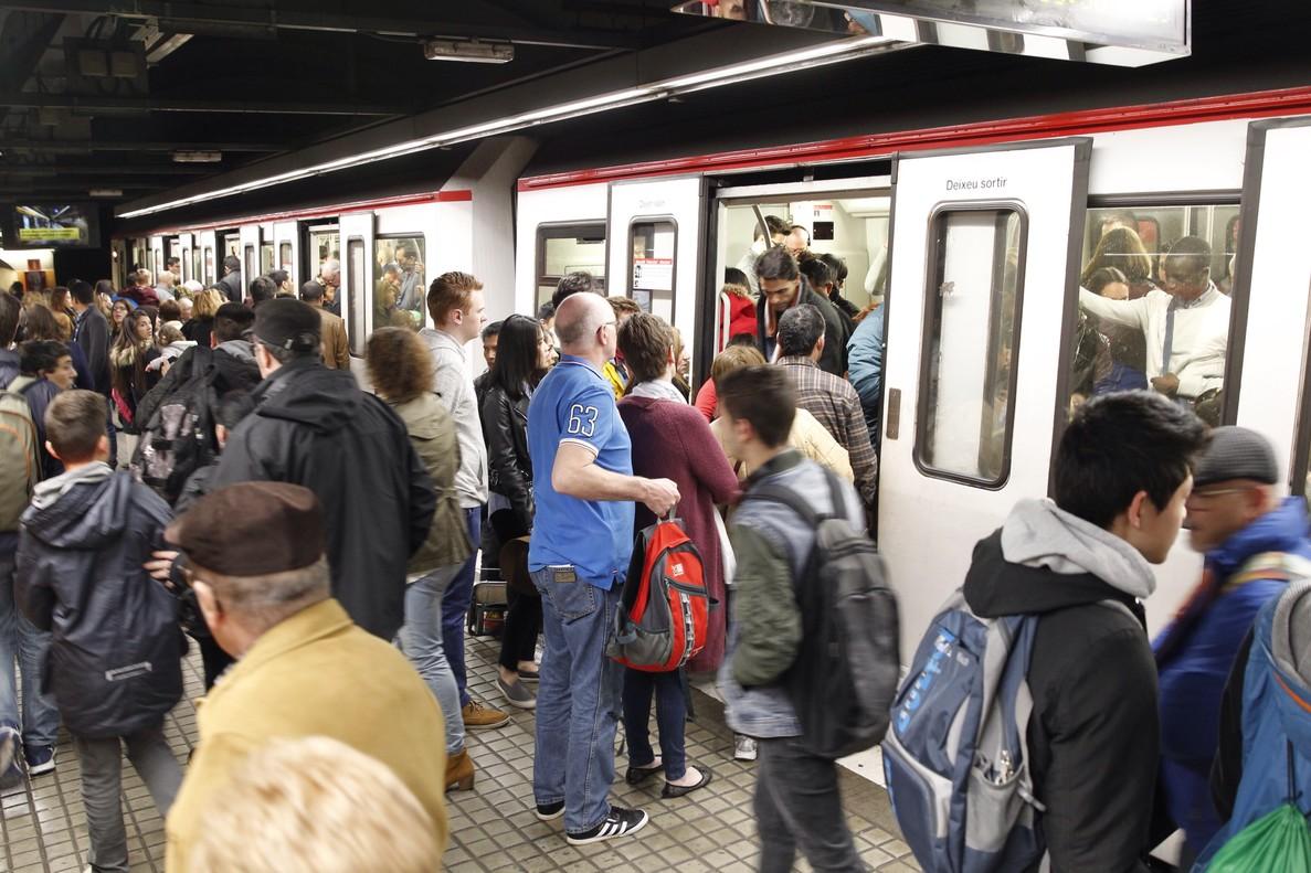 La estación de Plaça de Sants del metro de Barcelona.