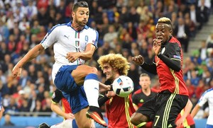 undefined34274545 italy s forward pelle l vies with belgium s midf160613230448