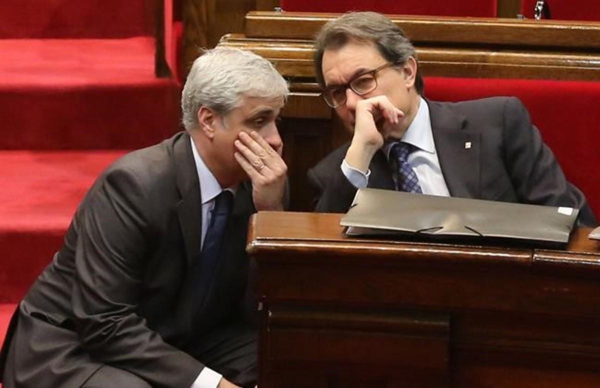 Artur Mas y Germà Gordó, en el Parlament.