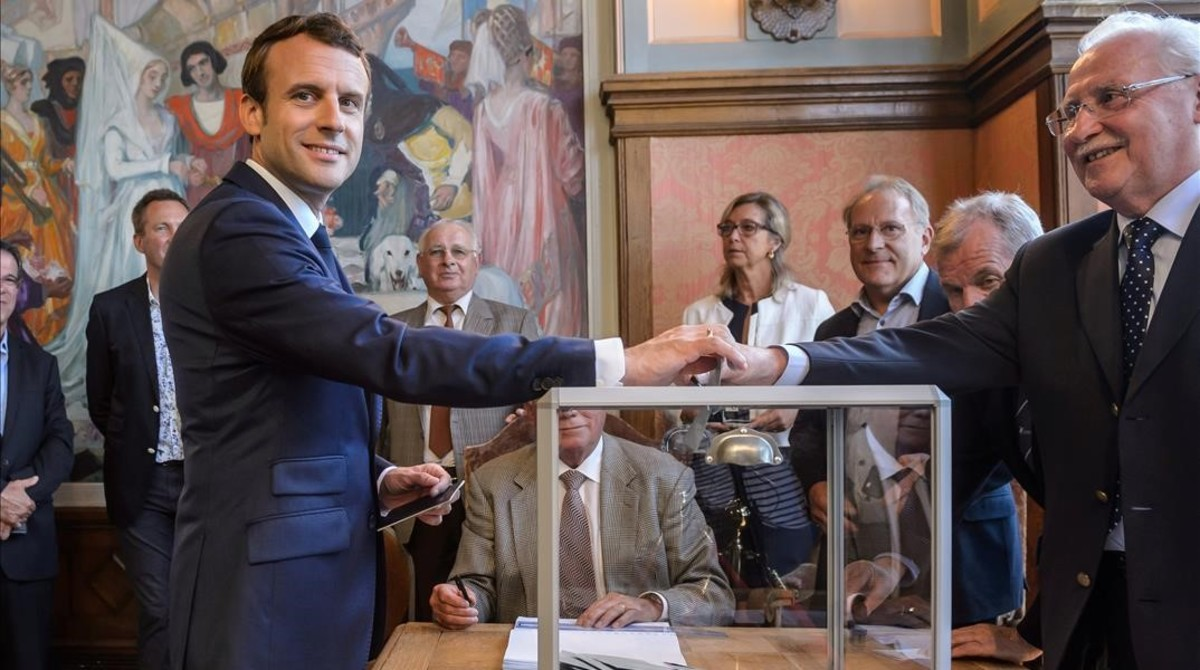mbenach38840504 french president emmanuel macron casts his ballot to vote in170612205634