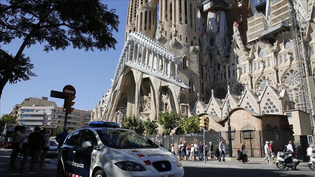 zentauroepp39769000 barcelona 22 08 2017 vigilancia en sagrada familia despu s d170823140437
