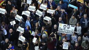 Los manifestantes exigen la libertad de los presos.