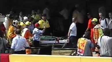 Ayrton Senna llega en camilla al 'pit lane' de Ímola tras su fatal accidente en la curva de Tamburello, en una grabación inédita de 1994.