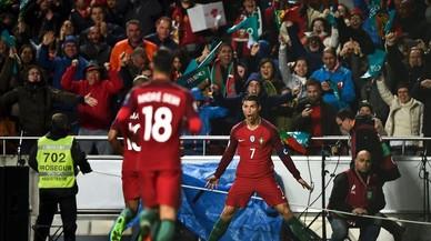 Cristiano Ronaldo celebra el primero de los dos goles que marcó a Hungría.