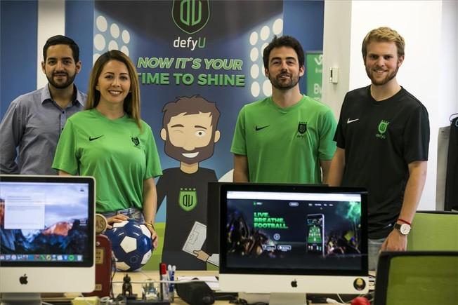 El equipo de DefyU. De izquierda a derecha, Edgar David, Vanessa Henao, Roman Sandoval y Martí Tapia.