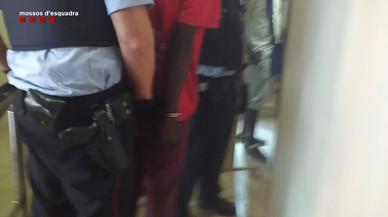 Detingut a Barcelona un venedor ambulant que falsificava marques