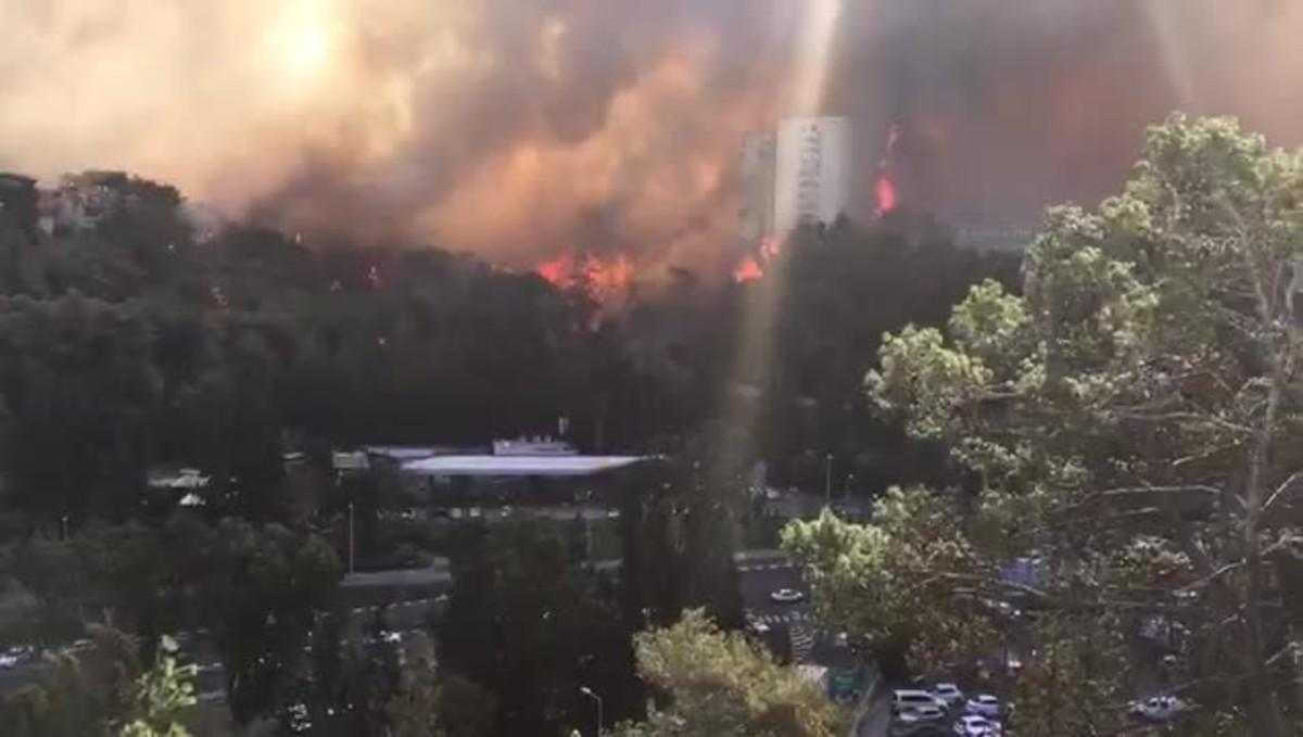Més de 90.000 evacuats a Israel per una onada d'incendis