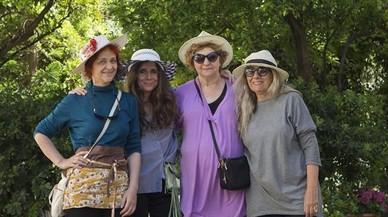 Marta Montcada, secretaria de la Associaci� Salvem el Jard� 2014, Candi Soto y Dolors Perich, ambas voluntarias, yTuni Torregrosa, la presidenta del colectivo, en el Jard� del Silenci.