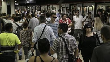 Aglomeraciones este lunes por la huelga en el metro