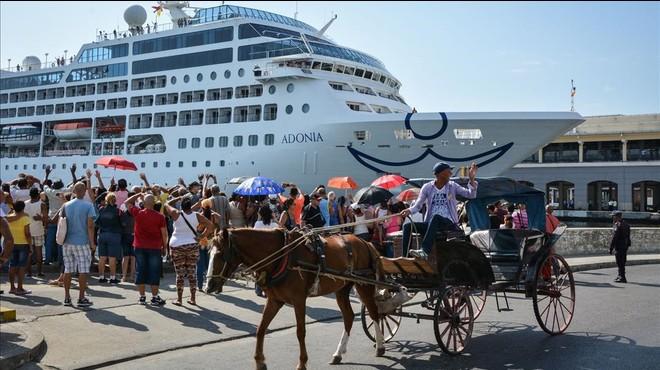 El primer creuer dels EUA atraca a l'Havana mig segle després