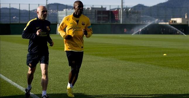 Abidal se reincorpora al grupo en la ciudad deportiva