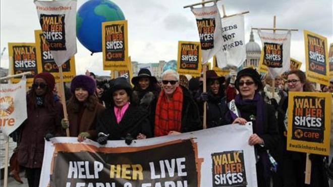 Annie Lennox i Bianca Jagger marxen pels drets de les dones