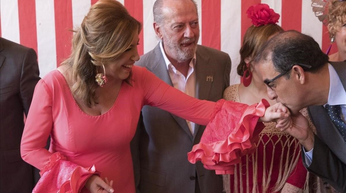 Susana Díaz Se Arranca Por Sevillanas En La Feria De Abril: Susana Díaz Se Deja Querer En La Feria De Abril