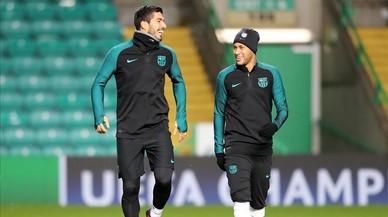 Neymar, assisteix, però no remata