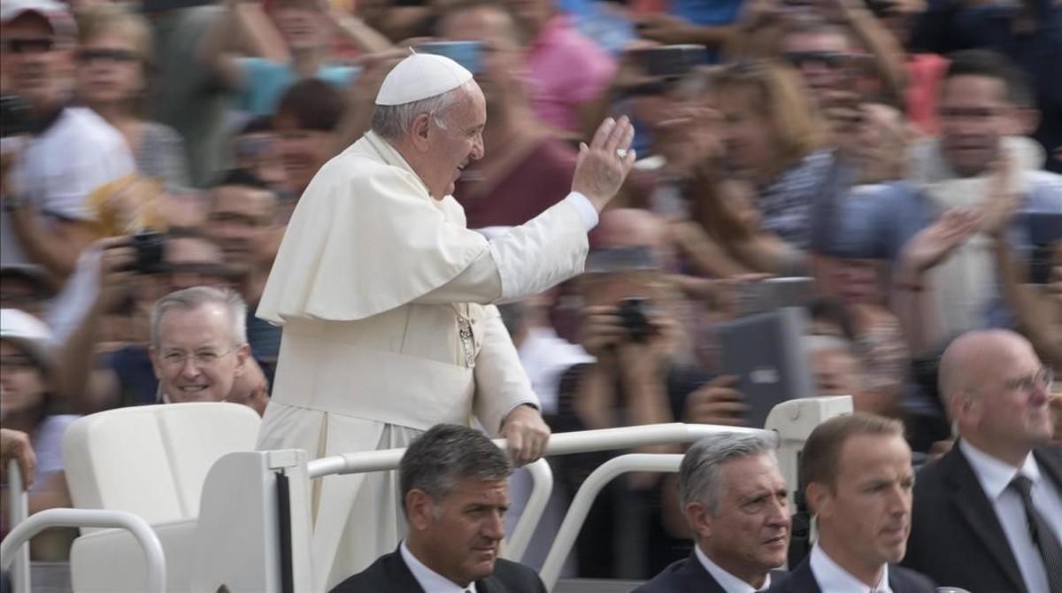 El Papa autoriza a los sacerdotes a perdonar el aborto de manera definitiva