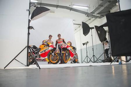 Dani Pedrosa y Marc M�rquez posan para la foto oficial del equipo de�Repsol�Honda de MotoGP.