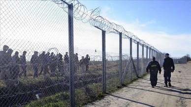 Hungría empieza a construir una segunda valla en la frontera para frenar el flujo migratorio