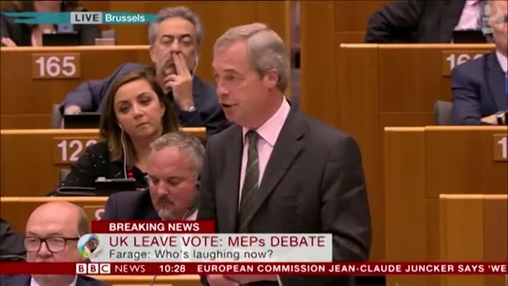 """El provocador discurso de Farage: """"�Ya no se r�en de m�, verdad?"""