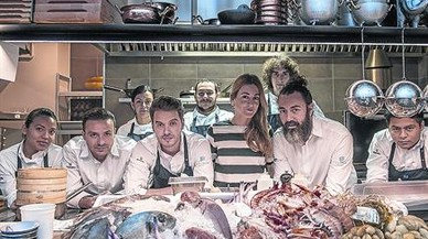 Rafa Zafra, con barba, y Anna Gotanegra, con el equipo de Estimar.