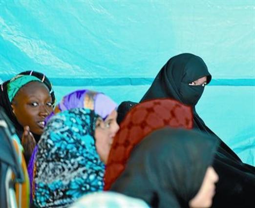 Lleida estrena «orgullosa» el veto del burka en espacios municipales
