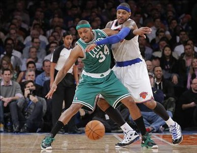 Pierce y Carmelo Anthony, en plena pugna en Nueva York.