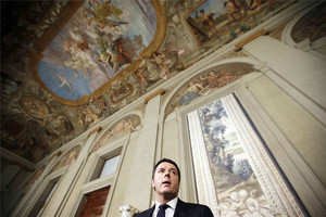 Renzi es dirigeix als periodistes en el palau del Quirinal