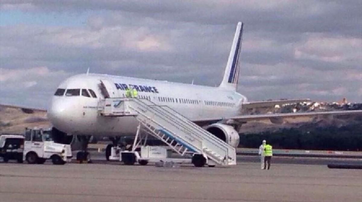 La mujer viajaba en un avión de la compañía Air France.