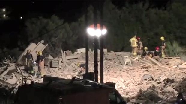 Un muerto y siete heridos en una violenta explosión en un piso de Alcanar